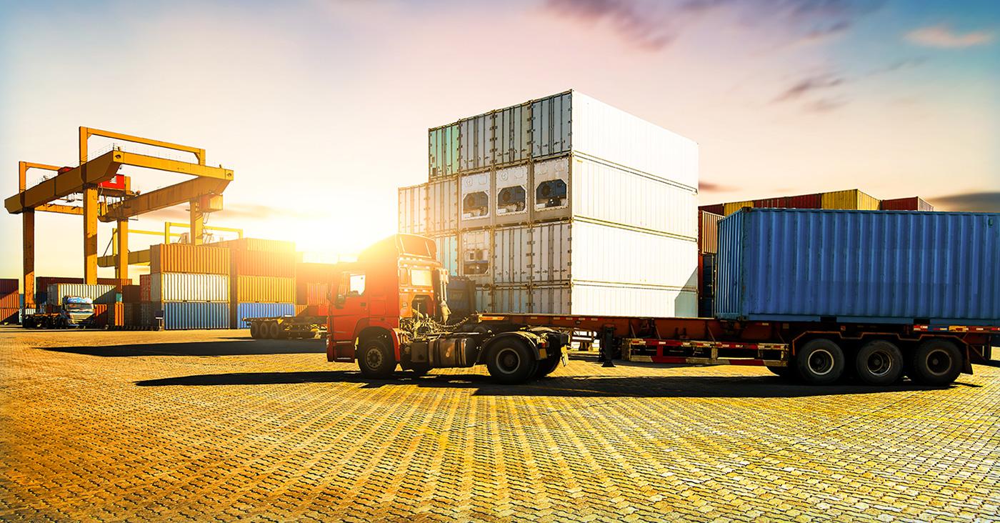 輸出事業<br /> 常に、新規商品及び市場の開拓に目を向け、<br /> 新しいビジネス創出に取り組んでいます。